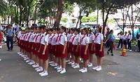 206.Schoolkinderen in het gelid