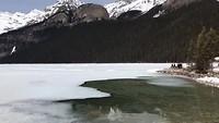 Lake Louise in het vroege voorjaar.