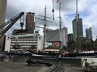 Op terugweg naar huis Rotterdam aangedaan, mooi zicht op oude haven