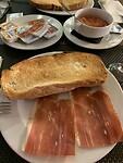 Typisch Spaans ontbijt.