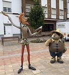 Overal zijn ze in dit deel van la Mancha aanwezig: Don Quijote en Dancho Panza.