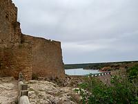 Castillo de Peñarroya, op achtergrond het gelijknamige stuwmeer.