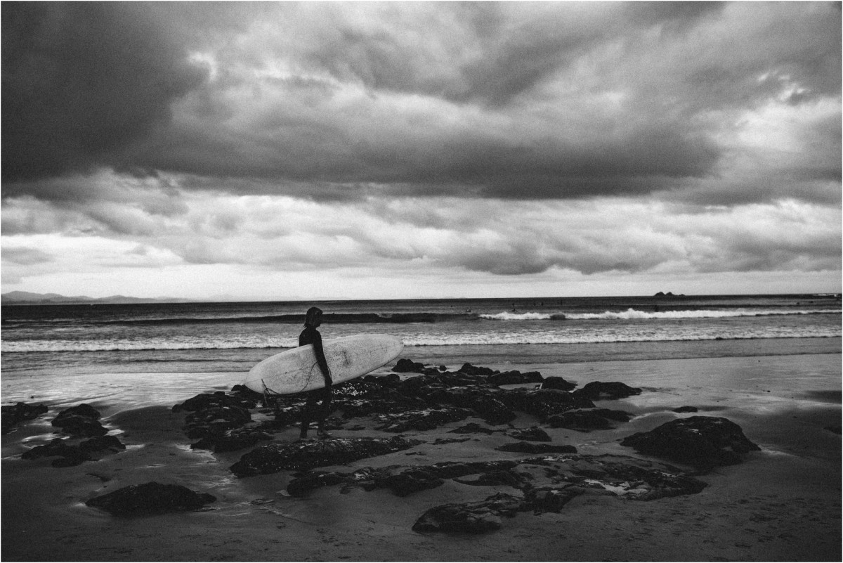 travel photography, byron bay, atlantic byron bay, surfers, surfing, sunset, black and white