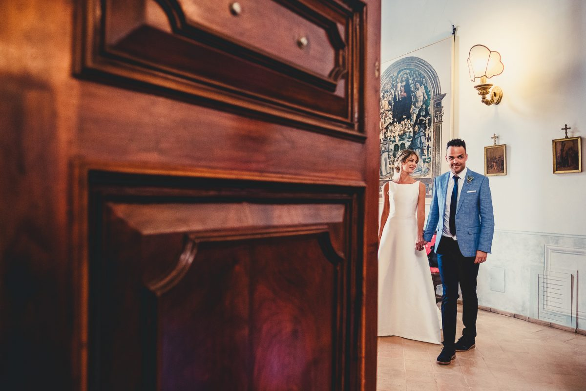 Wedding photographer in Umbria, Agriturismo I Frati Paciano, Italian wedding, Ayesha Photography, Destination wedding photography, Italy wedding photographer, Tuscany wedding photographer, Manchester wedding photographer, bride and groom entrance to wedding breakfast