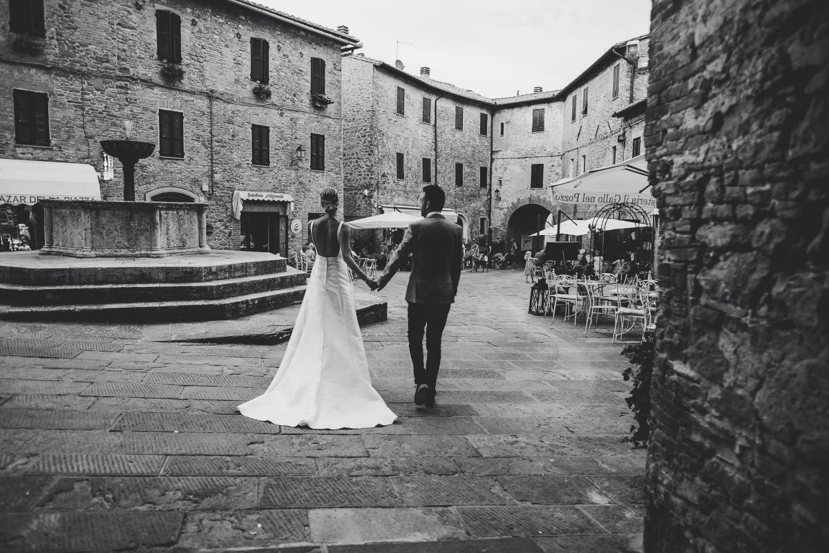 Wedding photographer in Umbria, Agriturismo I Frati Paciano, Italian wedding, Ayesha Photography, Destination wedding photography, Italy wedding photographer, Tuscany wedding photographer, Manchester wedding photographer, bride and groom in Panicale square