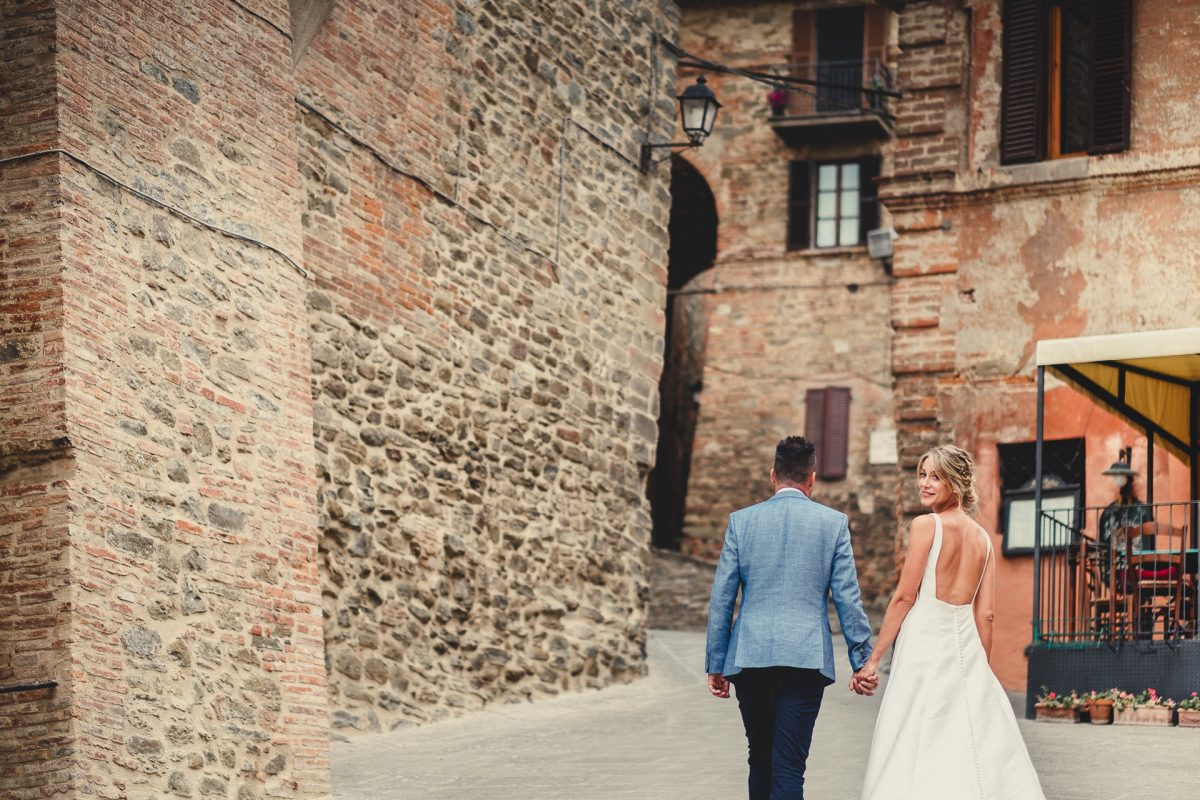 Wedding photographer in Umbria, Agriturismo I Frati Paciano, Italian wedding, Ayesha Photography, Destination wedding photography, Italy wedding photographer, Tuscany wedding photographer, Manchester wedding photographer, bride and groom in panicale