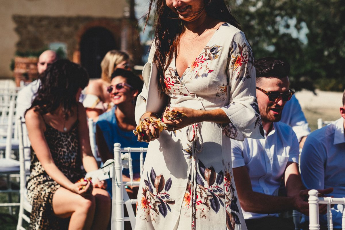 Wedding photographer in Umbria, Agriturismo I Frati Paciano, Italian wedding, Ayesha Photography, Destination wedding photography, Italy wedding photographer, Tuscany wedding photographer, Manchester wedding photographer, guest holding confetti