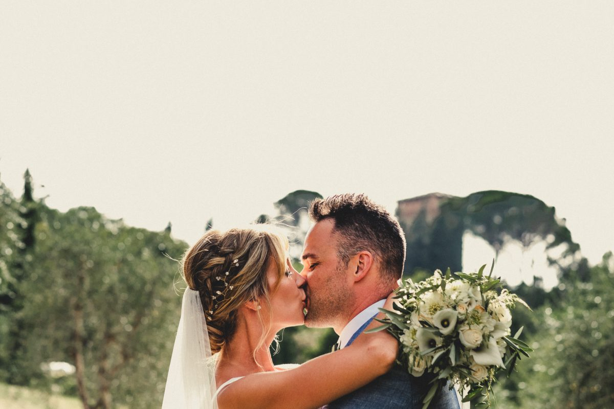 Wedding photographer in Umbria, Agriturismo I Frati Paciano, Italian wedding, Ayesha Photography, Destination wedding photography, Italy wedding photographer, Tuscany wedding photographer, Manchester wedding photographer, bride and groom kissing