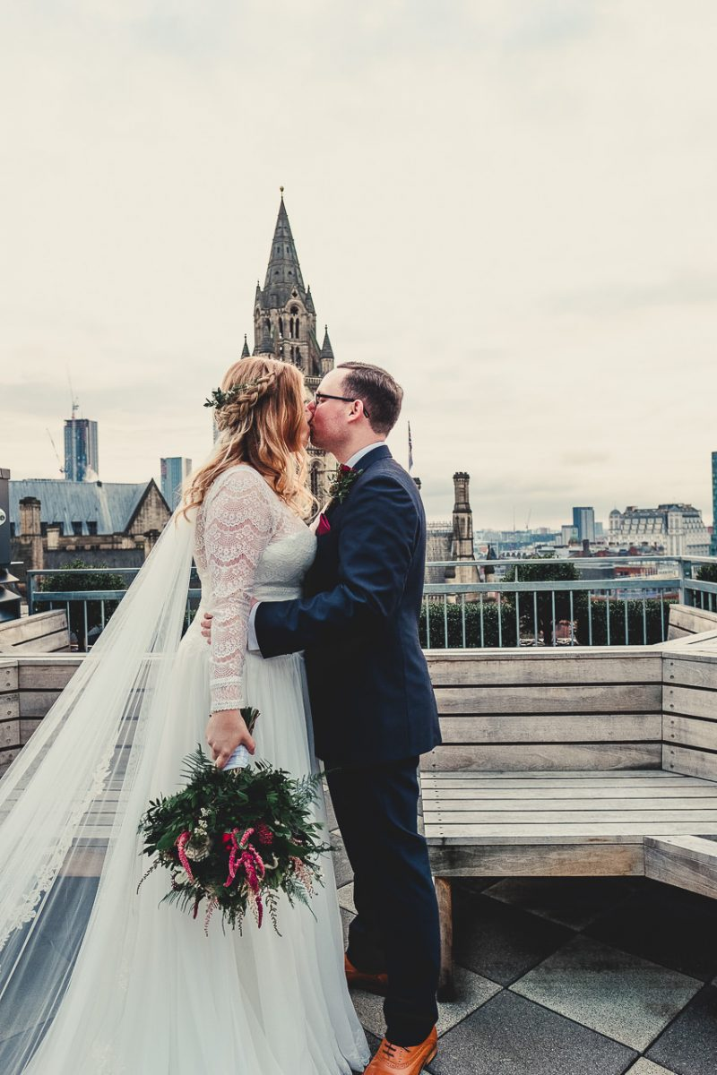 king street townhouse wedding photographer, king street townhouse wedding photography, king street townhouse wedding, manchester wedding photographer, manchester wedding photography, ayesha photography, manchester city centre wedding photography, creative manchester wedding photographer, bride and groom kiss on the roof terrace of king street townhouse with manchester town hall in the background