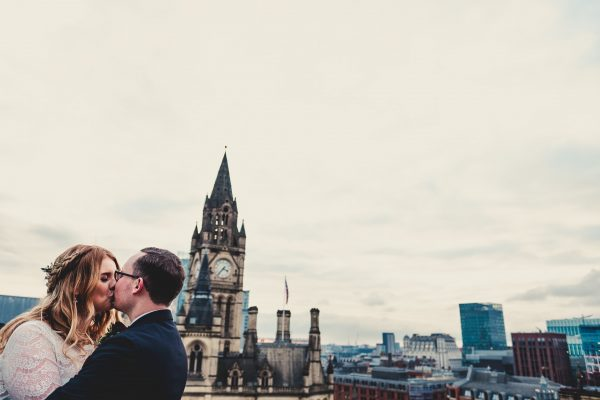 king street townhouse wedding photographer, king street townhouse wedding photography, king street townhouse wedding, manchester wedding photographer, manchester wedding photography, ayesha photography, manchester city centre wedding photography, creative manchester wedding photographer, bride and groom kiss with the manchester town hall in the background