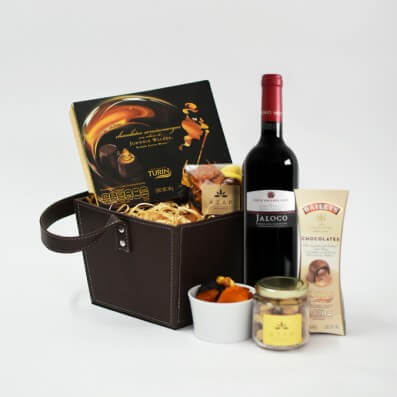 Canasta con Vino, Chocolates y Nueces