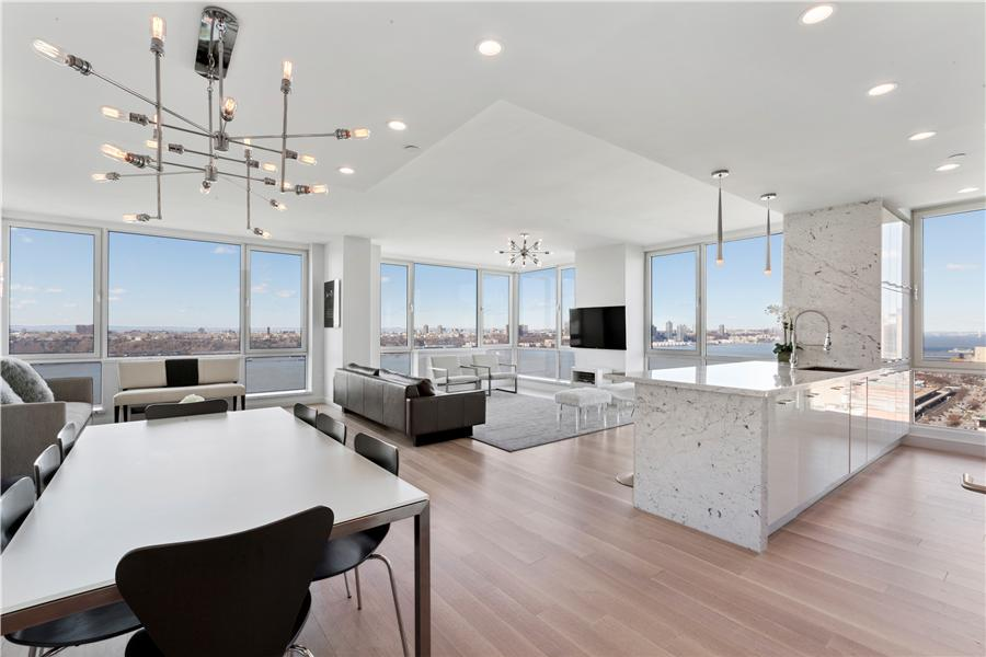 共管式独立产权公寓 为 销售 在 635 WEST 42ND STREET 635 West 42nd Street #45THFLOOR 纽约, 纽约州,10036 美国