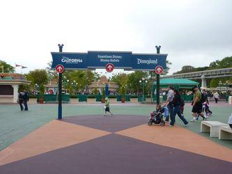 Disney_california_-_holly