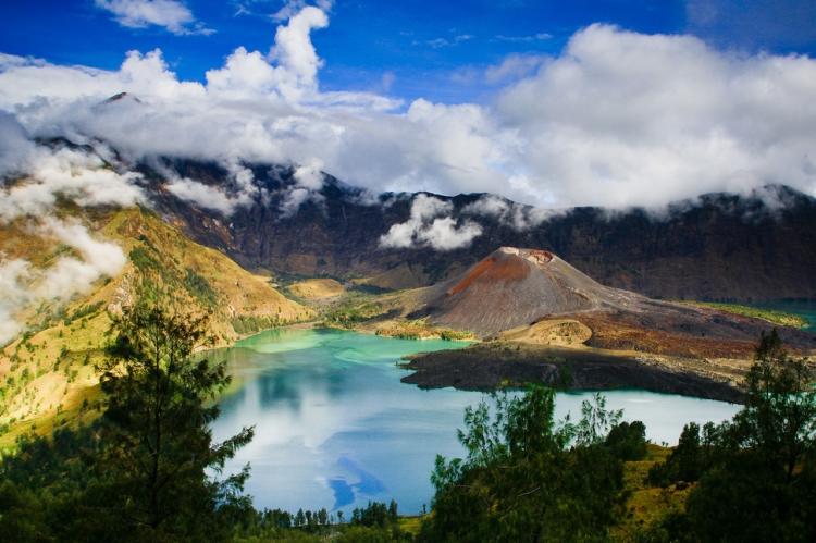 8.) Gunung Rinjani