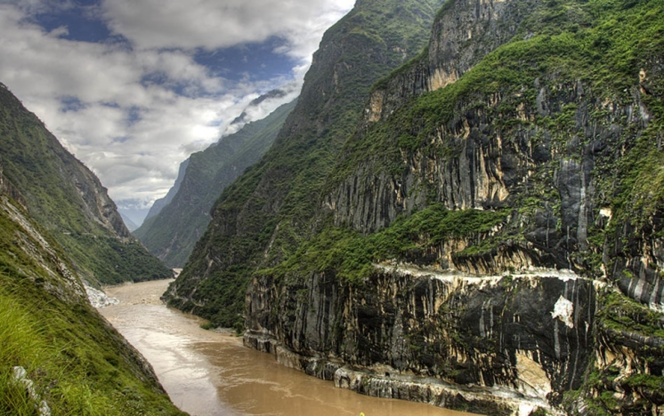 33.) Tiger Leaping Gorge