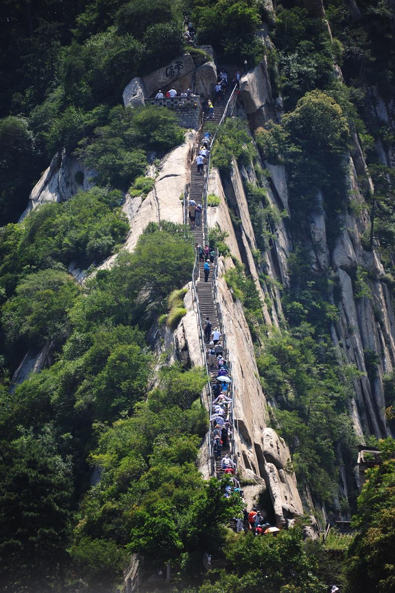 Forget The Hiking Tours - 25 Breathtaking Pictures From The World's Deadliest Hiking Trail-4