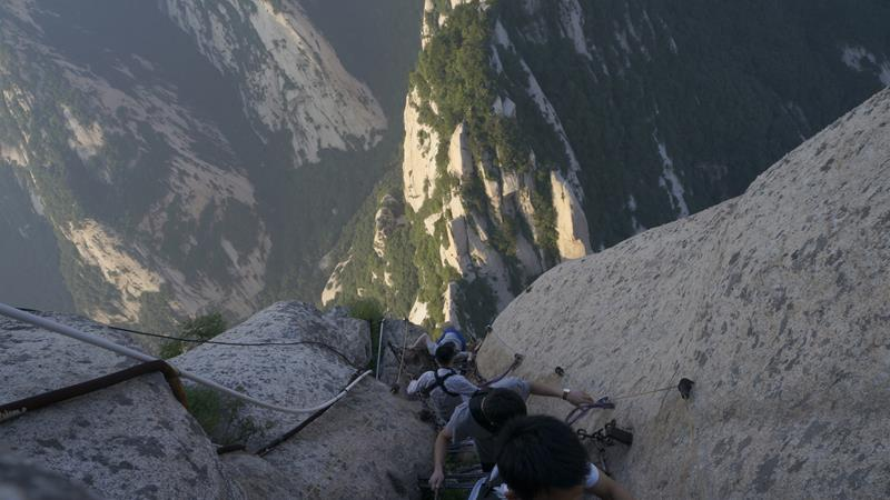 Forget The Hiking Tours - 25 Breathtaking Pictures From The World's Most Deadly Hiking Trail-7