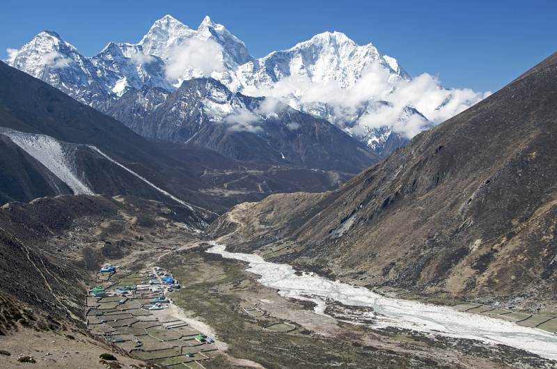 5-25 Everest Pictures - Valleys and peaks - Periche