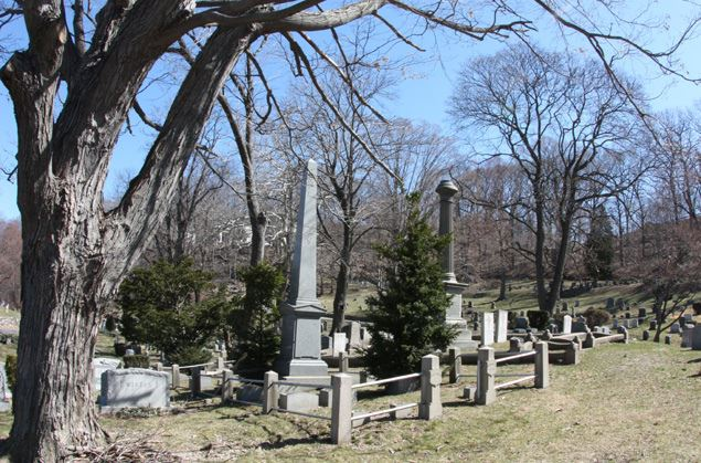 10 - Oakland Cemetery 10 Most Haunted Hikes In New York