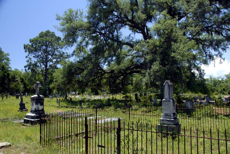 3 - Bagdad Cemetery - 10 Most Haunted Hikes in Florida