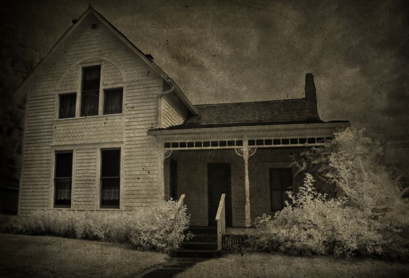 15) Iowa  - Villisca Murder House Villisca - Haunted Hiking Trails 50 States