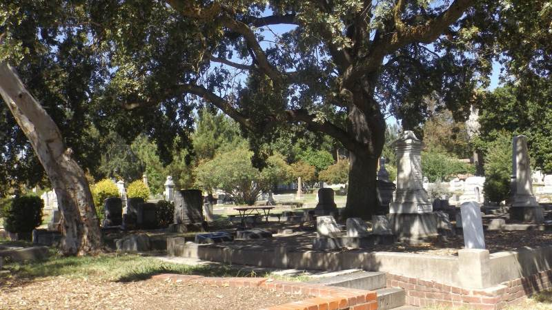 2 - Sacramento City Cemetery - Haunted Hikes Sacramento2