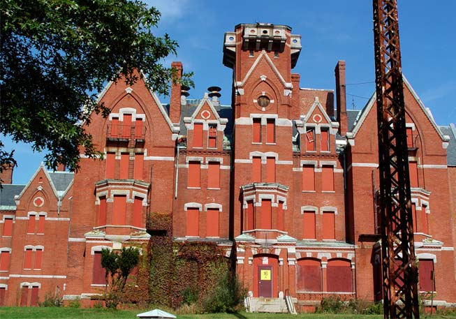 Danvers Lunatic Asylum is an old building with a chilling history.