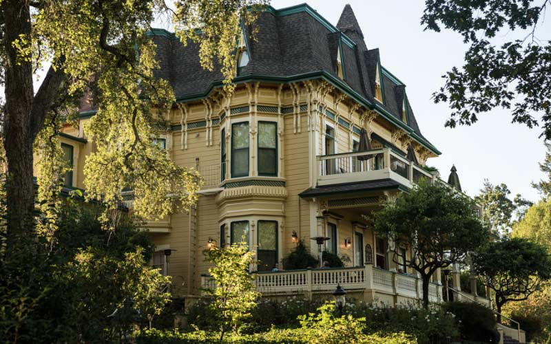 Healdsburg locals avoid this hotel, but people flock to it if they want to see a ghost.