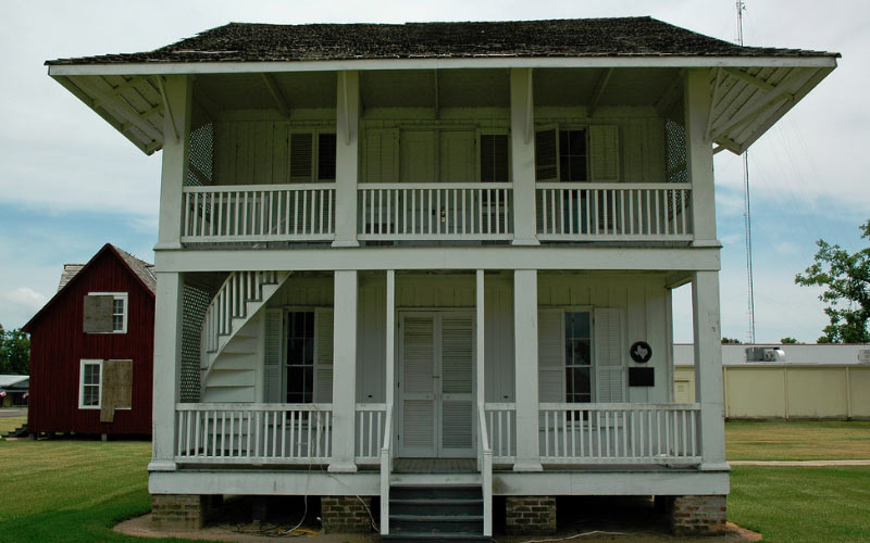 Can you even imagine the types of haunted things that have taken place inside of the Chambersea in Anahuac, TX?