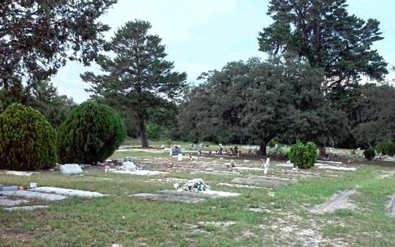 The country club cemetery in Mount Dora, Florida is on sacred grounds, and members have seen some very paranormal things.