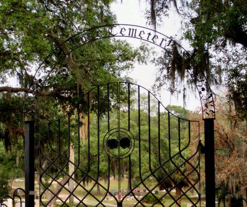 Have you ever visited the Rose Cemetery in Tarpon Springs, FL?