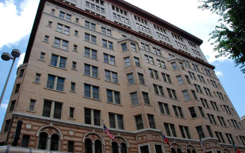 The Gunter Hotel in San Antonio is now run by a large chain, but that means nothing to the ghosts.