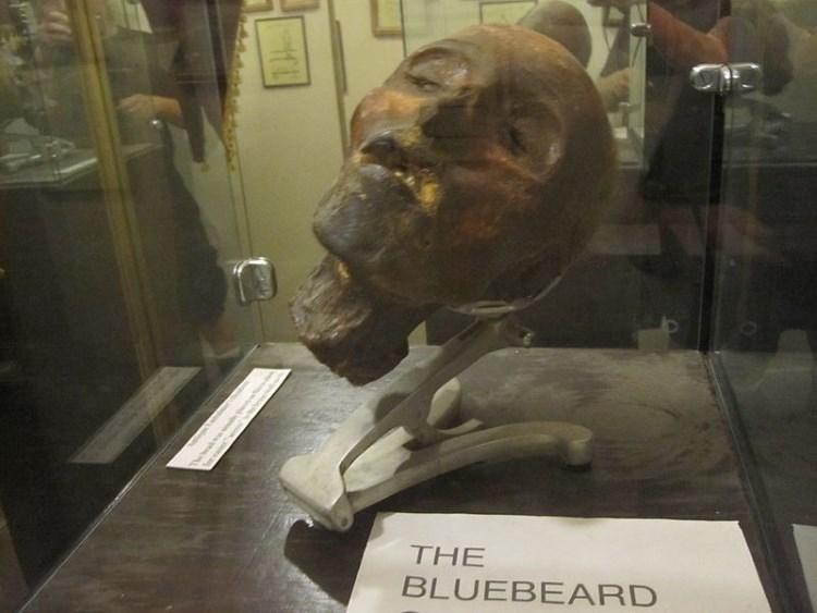 museum-of-death-head-display