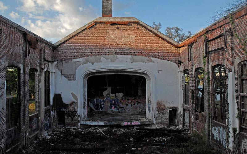Everyone in Jacksonville knows about this old, destroyed school... But few have experienced the true paranormal powers first hand.