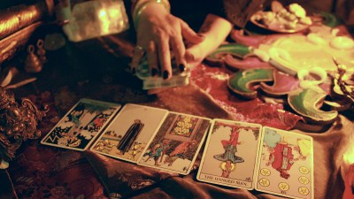 How to Read Tarot Cards for Yourself and Others (A Beginners Guide) 400