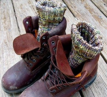 when-determining-what-is-the-best-way-to-keep-your-feet-warm-when-hiking-in-the-winter-the-type-of-shoes-or-boots-you-wear-is-important