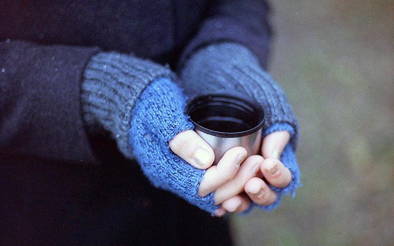 How to Keep Your Hands Warm While Hiking in Winter