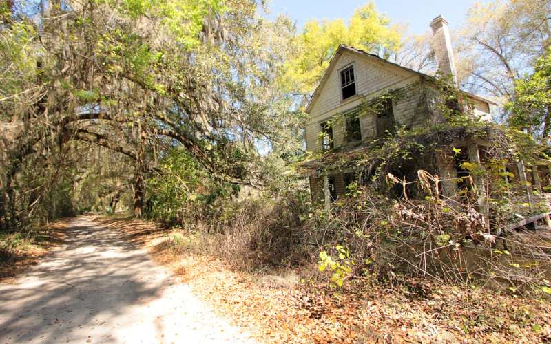 Everyone Knows This Rural Texas Home Is Haunted By A Dead Kid