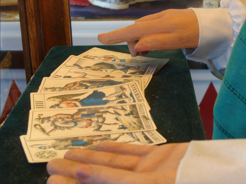Ready to discover the most common tarot spreads?