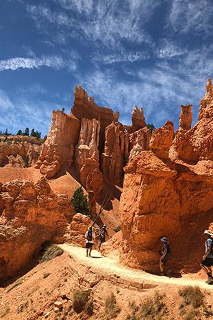 Family Hiking In Bryce Canyon, Utah