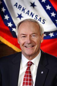 EUA: Gobernador de Arkansas acusa a Trump de dividir al Partido Republicano