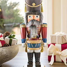 Christmas Nutcrackers & Collectibles