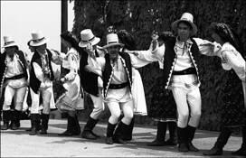 Izvorasul Dancers by George Omorean