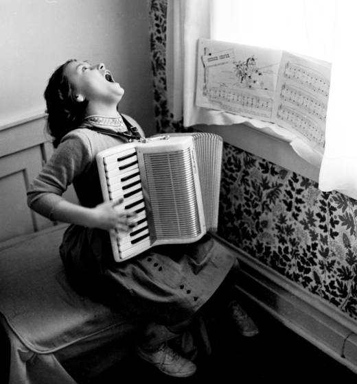Accordian singer