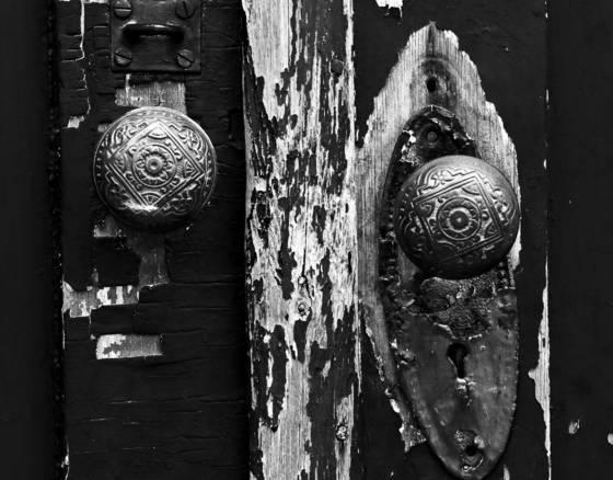 Hobbled knobs