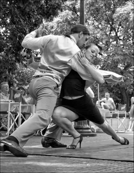 Tango dancers 4