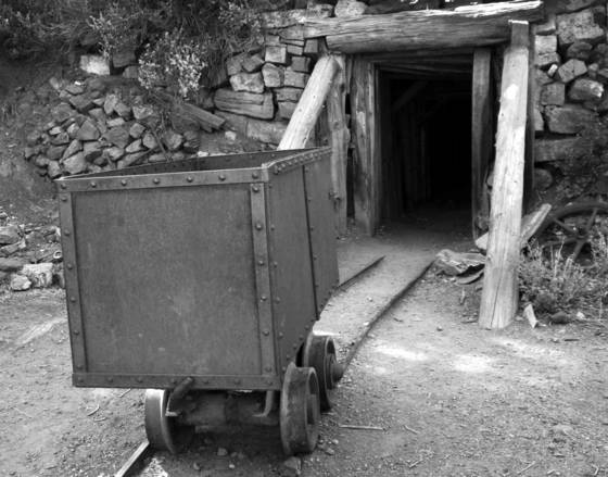Mine shaft and cart