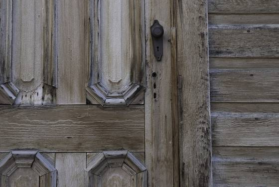 01 weathered door