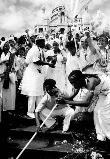 Washing the sacre coeur