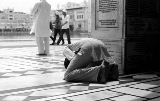 Praying sikh